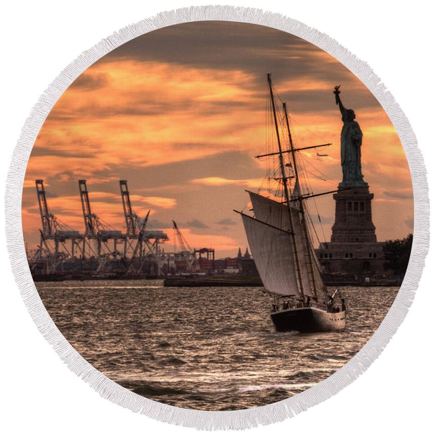 Statue Round Beach Towel featuring the photograph Sailing To Liberty by Rob Hawkins