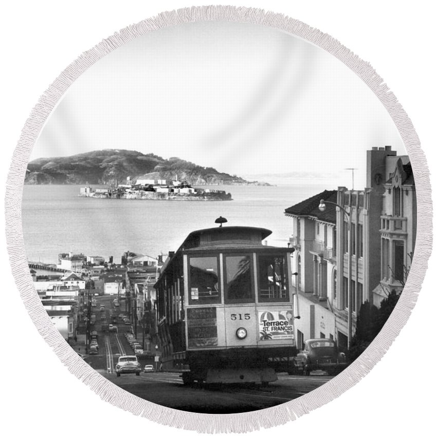 1950's Round Beach Towel featuring the photograph San Francisco Cable Car by Underwood Archives
