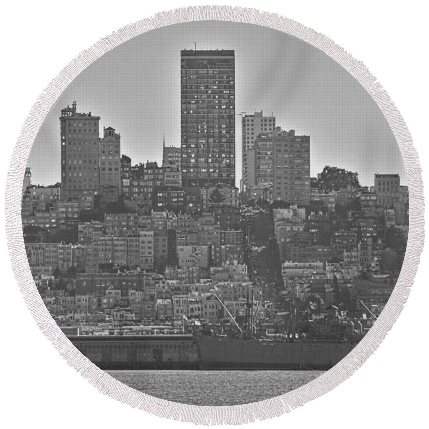 San Francisco Skyline-black And White Round Beach Towel featuring the photograph San Francisco Skyline-black And White by Douglas Barnard