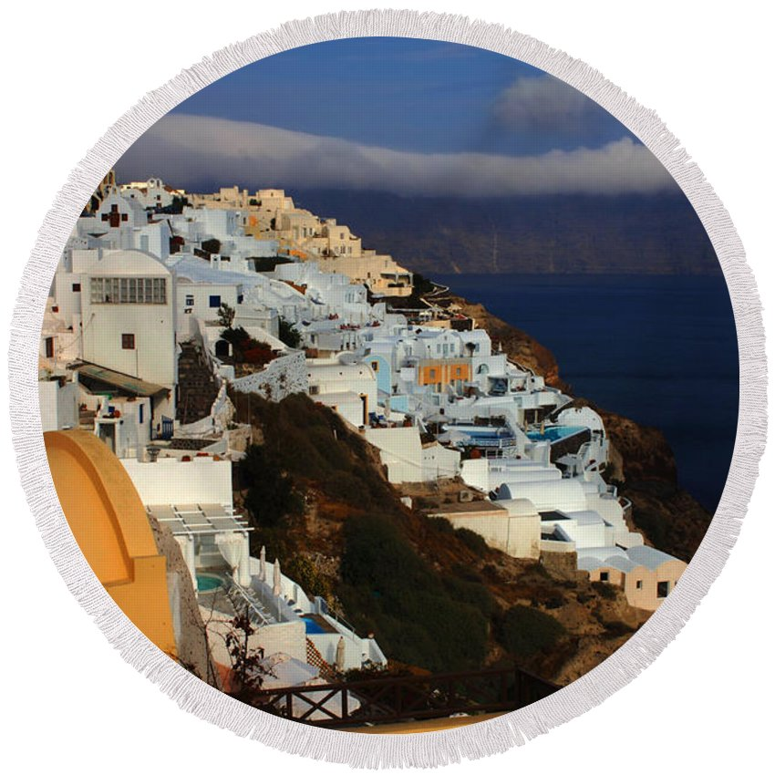 Greece Round Beach Towel featuring the photograph Santorini Cliff View by Bob Christopher