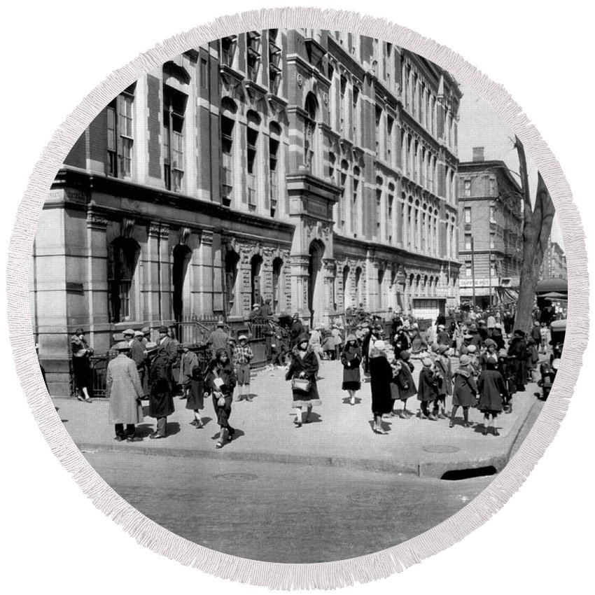 1920's Round Beach Towel featuring the photograph School's Out In Harlem by Underwood Archives