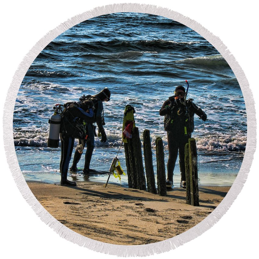 Scuba Round Beach Towel featuring the photograph Scuba Divers by Paul Ward