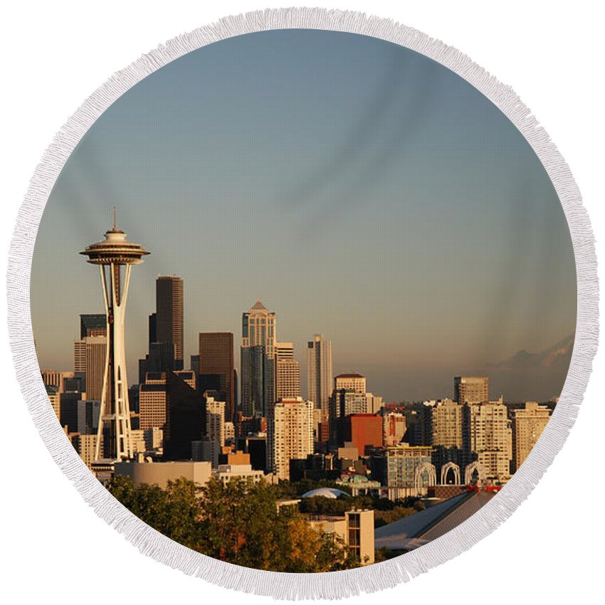 Panorama Round Beach Towel featuring the photograph Seattle Sunset by Jim Chamberlain