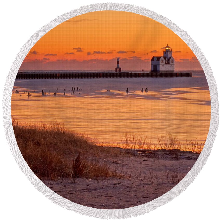 Lighthouse Round Beach Towel featuring the photograph Serenity Beach by Bill Pevlor