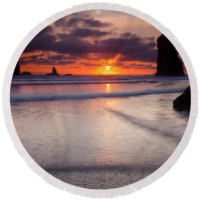 Cannon Beach Round Beach Towel featuring the photograph Setting Between The Needles by Mike Dawson