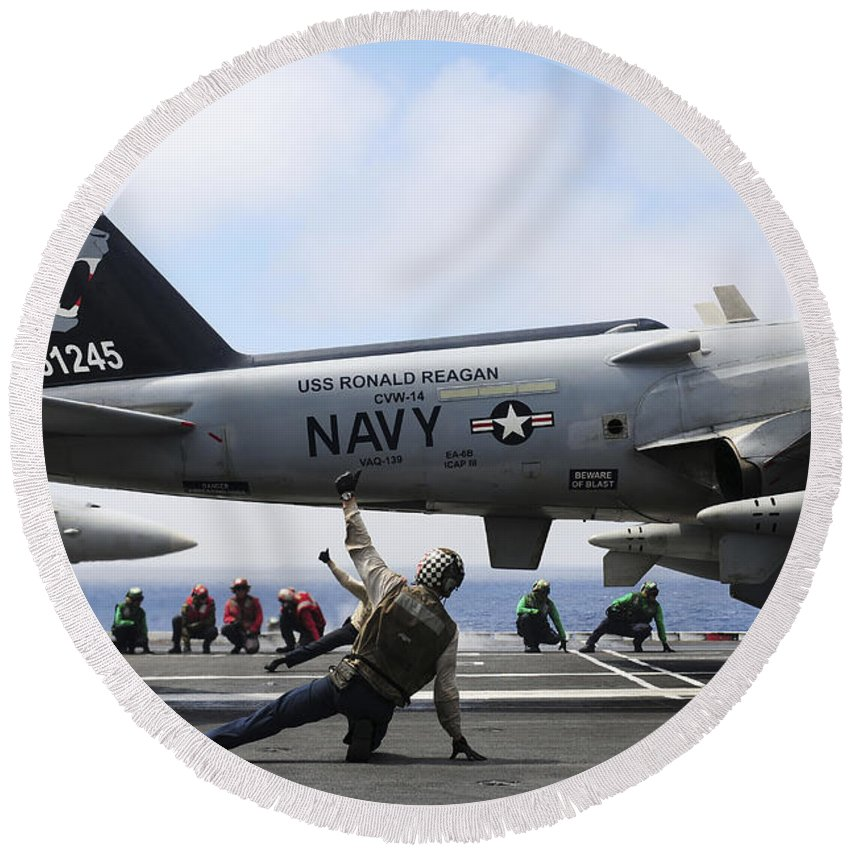 Flight Deck Round Beach Towel featuring the photograph Shooters Signal Satisfactory Final by Stocktrek Images