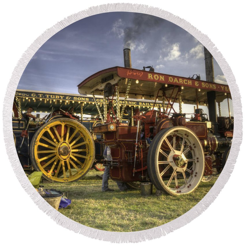 Showmans Round Beach Towel featuring the photograph Showmans Engines by Rob Hawkins
