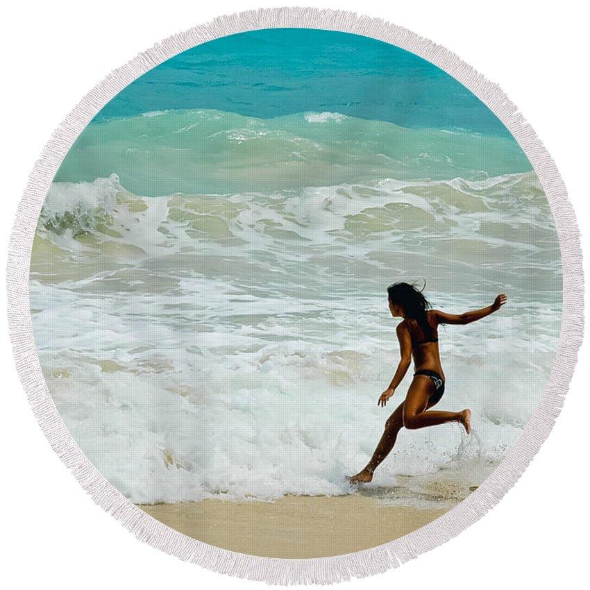 Hawaii Round Beach Towel featuring the photograph Skim Boarding by Dan McManus