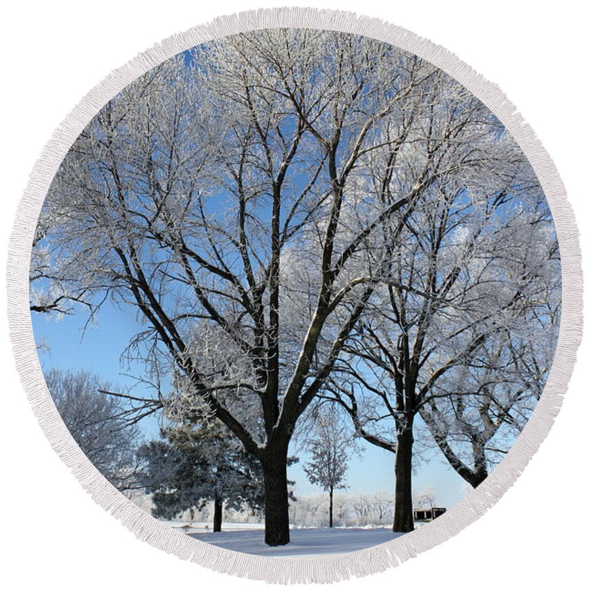 Landscape Round Beach Towel featuring the photograph Snow Seat by Bryan Noll