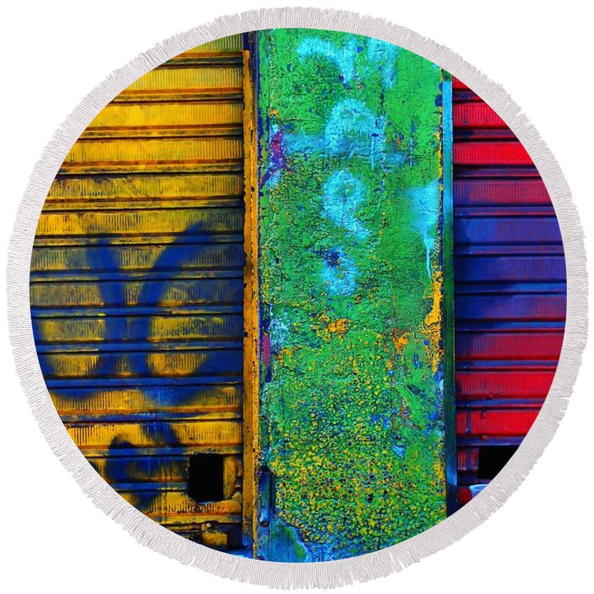 Spare A Spill Round Beach Towel featuring the photograph Spare A Spill by Skip Hunt