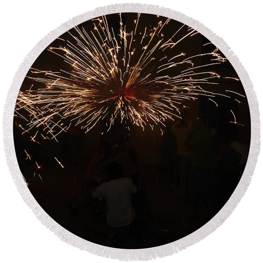 Fuego Round Beach Towel featuring the photograph Sparks by Agusti Pardo Rossello