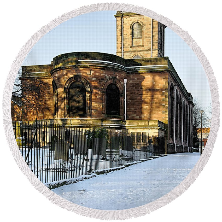 Burton On Trent Round Beach Towel featuring the photograph St Modwen's Church - Burton - In The Snow by Rod Johnson