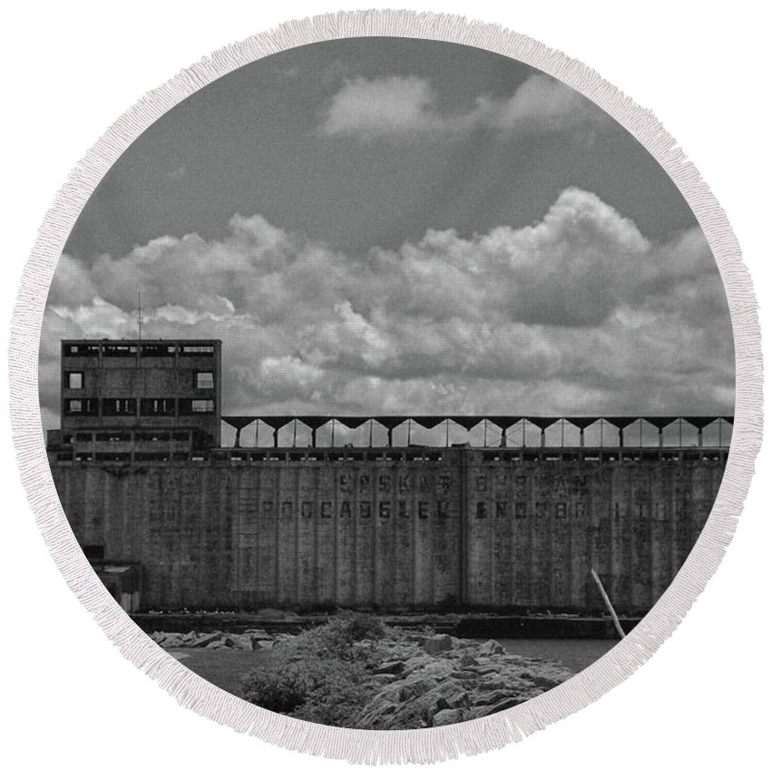 Architecture Round Beach Towel featuring the photograph Standard Elevator 5059 by Guy Whiteley