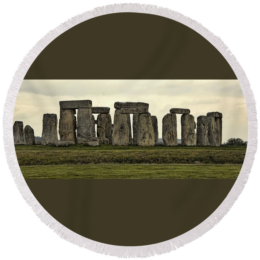 England Round Beach Towel featuring the photograph Stonehenge Monument by Jon Berghoff