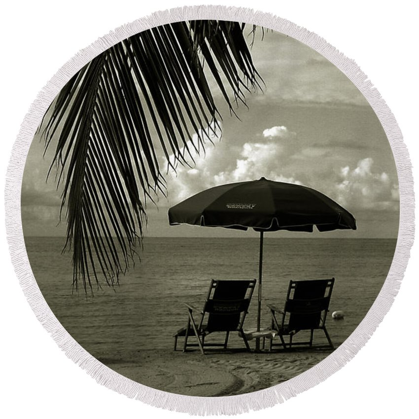 Beach Round Beach Towel featuring the photograph Sunday Morning In Key West by Susanne Van Hulst