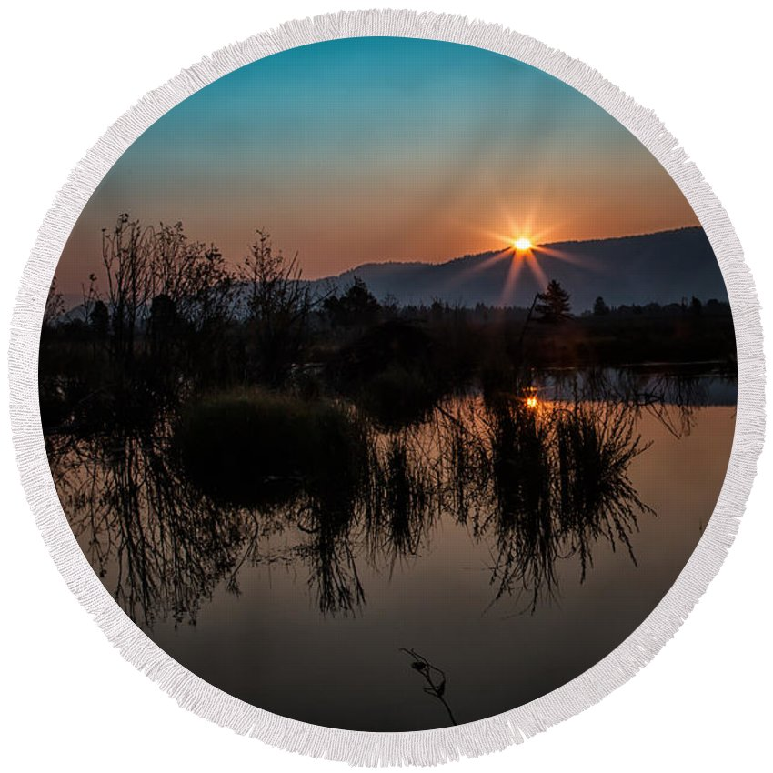 2012 Round Beach Towel featuring the photograph Sunrise Over The Beaver Pond by Ronald Lutz