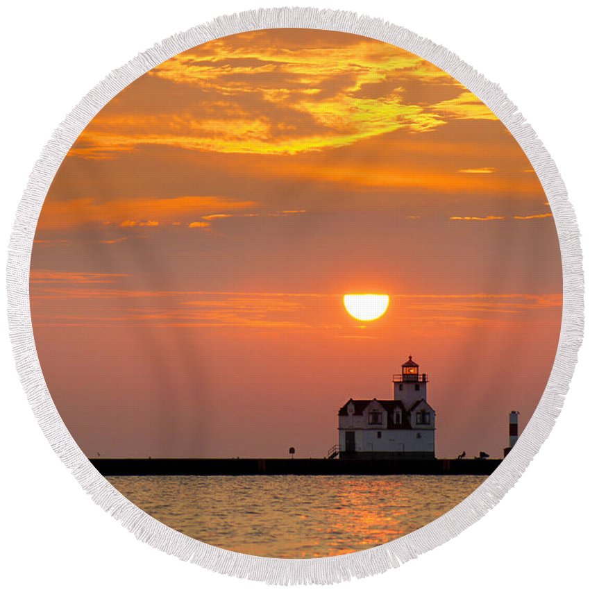 Lighthouse Round Beach Towel featuring the photograph Supraliminal Sunrise by Bill Pevlor