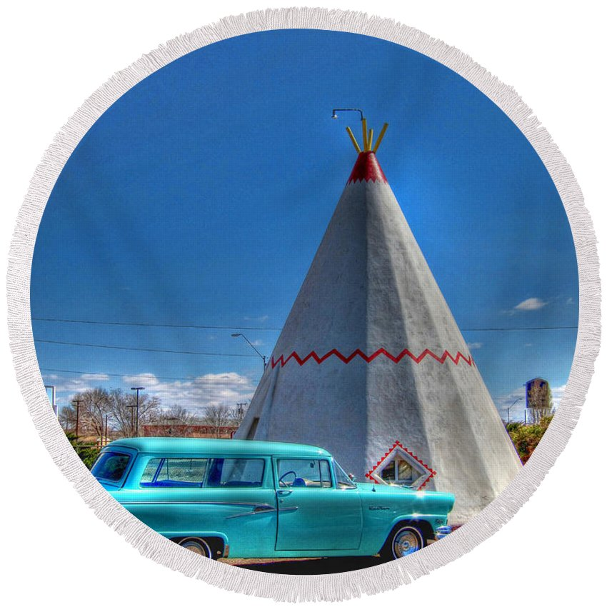 Wigwam Motel Round Beach Towel featuring the photograph Teepee On Route 66 by Tommy Anderson