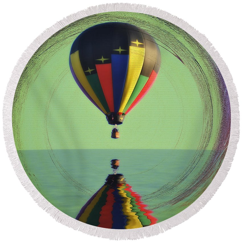Balloon Round Beach Towel featuring the photograph The Balloon And The Sea by Bill Cannon