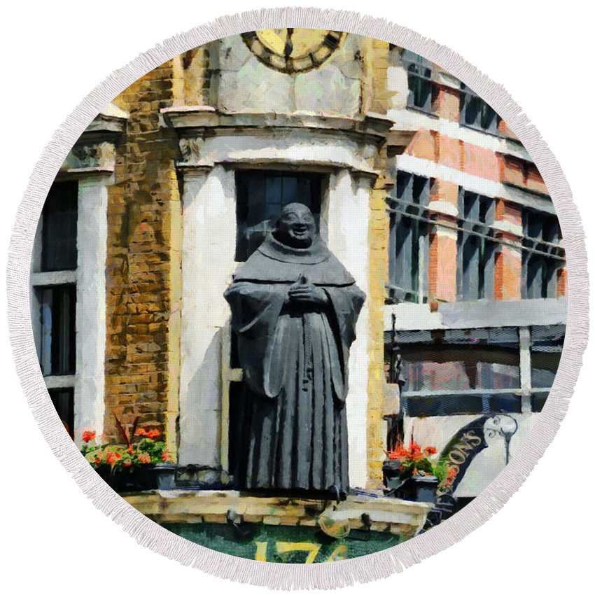 Black Friar Round Beach Towel featuring the photograph The Black Friar Pub In London by Steve Taylor