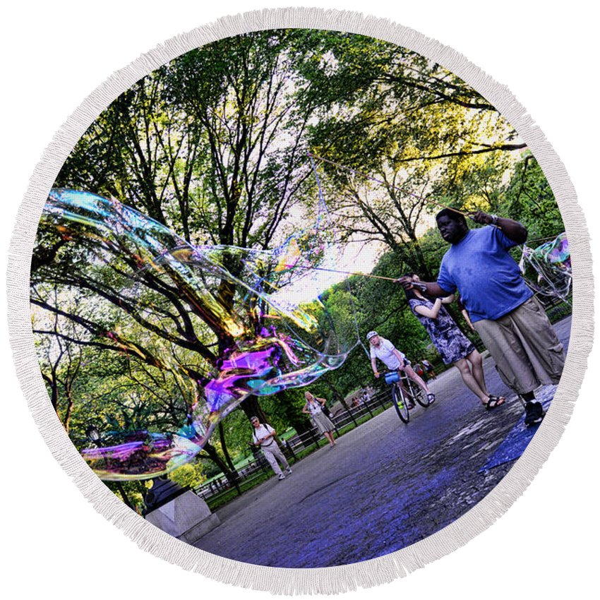 The Bubble Man Of Central Park Round Beach Towel featuring the photograph The Bubble Man Of Central Park by Paul Ward