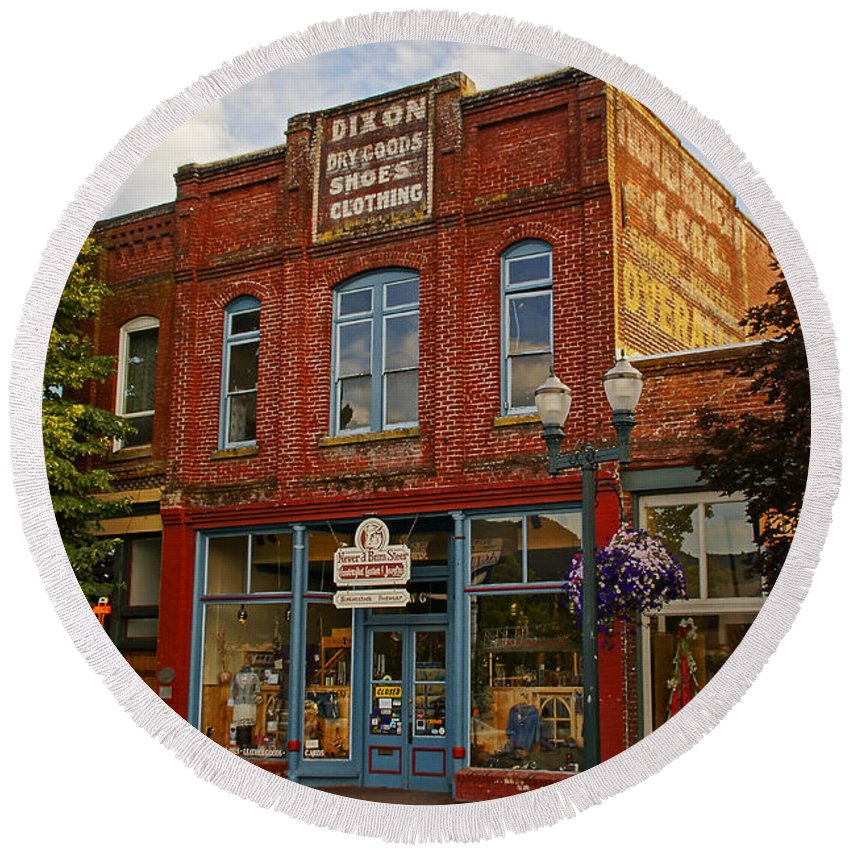 Dixon Round Beach Towel featuring the photograph The Dixon Building In Grants Pass by Mick Anderson
