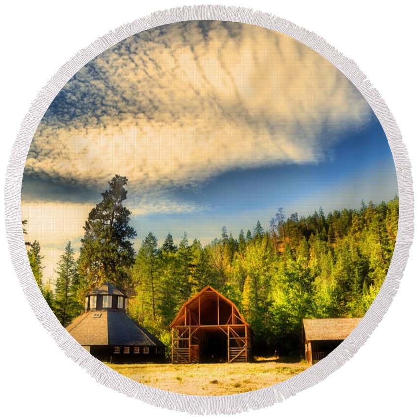 Barns Round Beach Towel featuring the photograph The Fintry Barns by Tara Turner