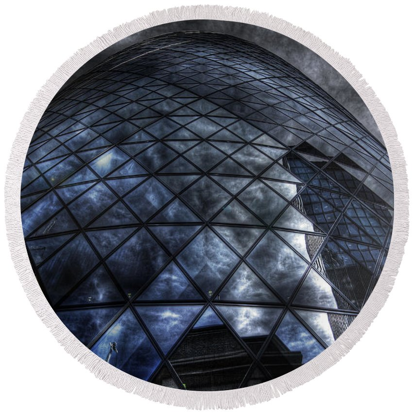 Yhun Suarez Round Beach Towel featuring the photograph The Gherkin - Neckbreaker View by Yhun Suarez