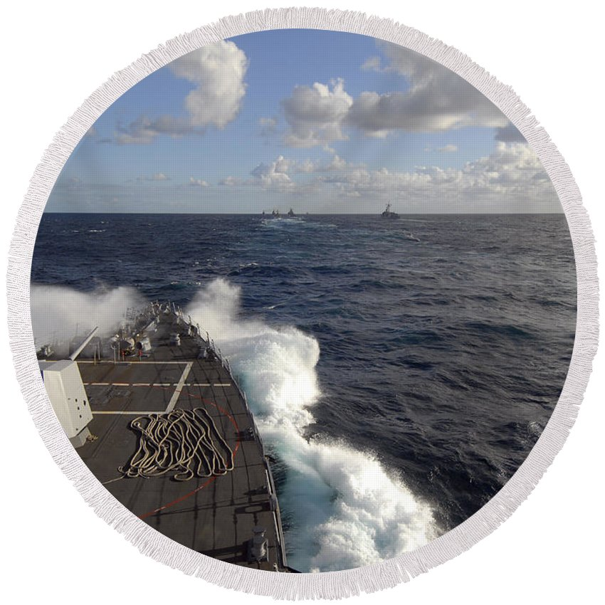 Uss Nitze Round Beach Towel featuring the photograph The Guided-missile Destroyer Uss Nitze by Stocktrek Images