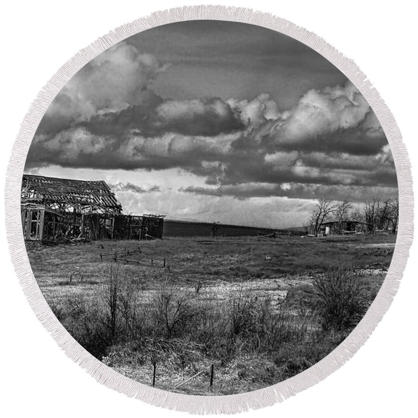 The Old Homestead Round Beach Towel featuring the photograph The Old Homestead by Wes and Dotty Weber