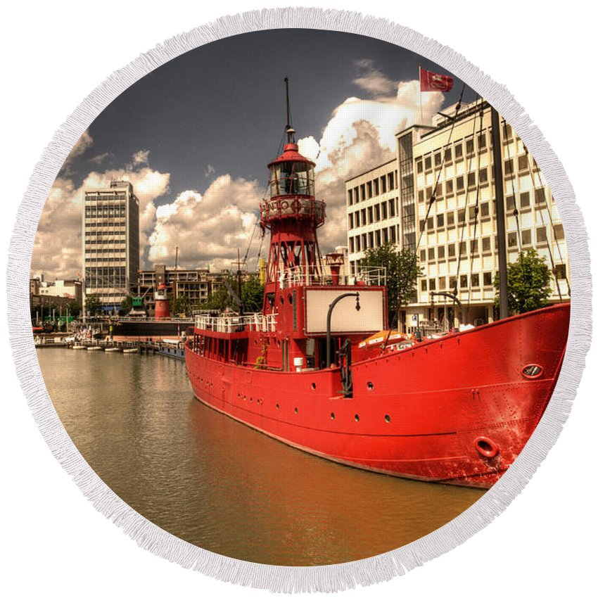 Lightship Round Beach Towel featuring the photograph The Old Lightship by Rob Hawkins