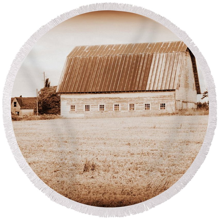 Barn Round Beach Towel featuring the photograph This Old Farm II by Kathy Sampson