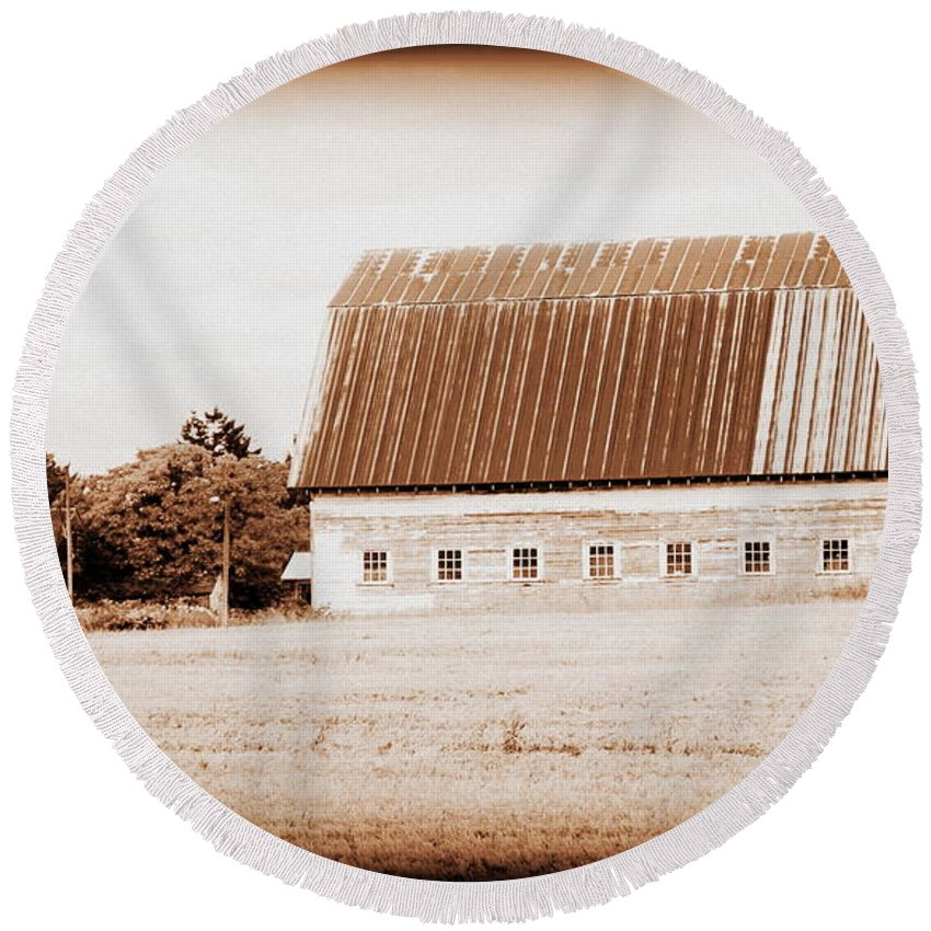 Barn Round Beach Towel featuring the photograph This Old Farm IIi by Kathy Sampson