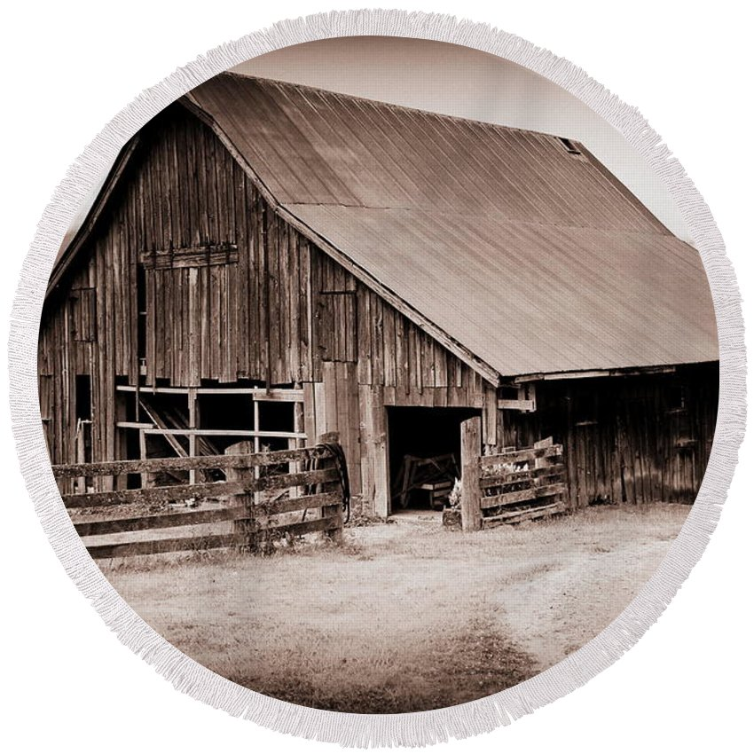 Barn Round Beach Towel featuring the photograph This Old Farm by Kathy Sampson