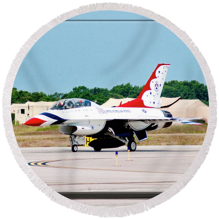 Airshow Round Beach Towel featuring the photograph Thunderbirds 3d by Greg Fortier