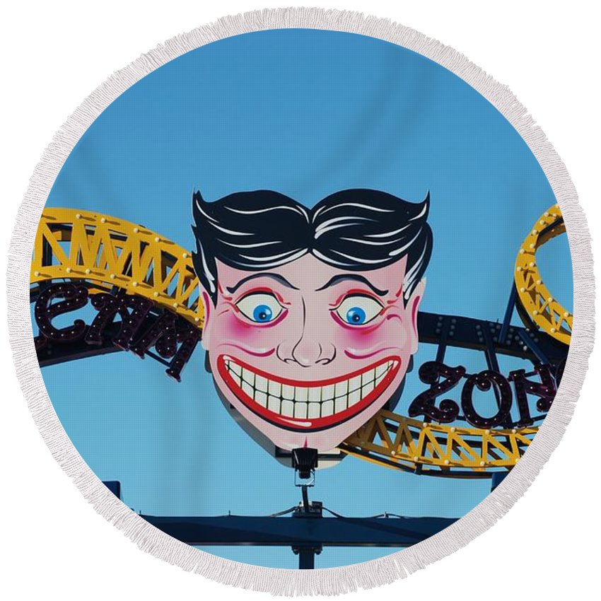 Brooklyn Round Beach Towel featuring the photograph Tillie's Sceam Zone by Rob Hans