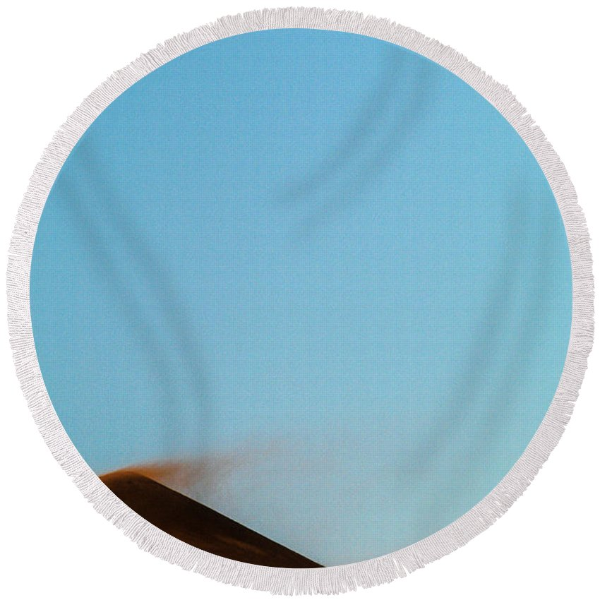 Africa Round Beach Towel featuring the photograph Tip Swept by Alistair Lyne