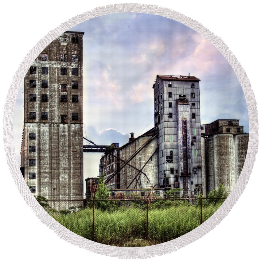 Buffalo Round Beach Towel featuring the photograph Urban Sky by Tammy Wetzel