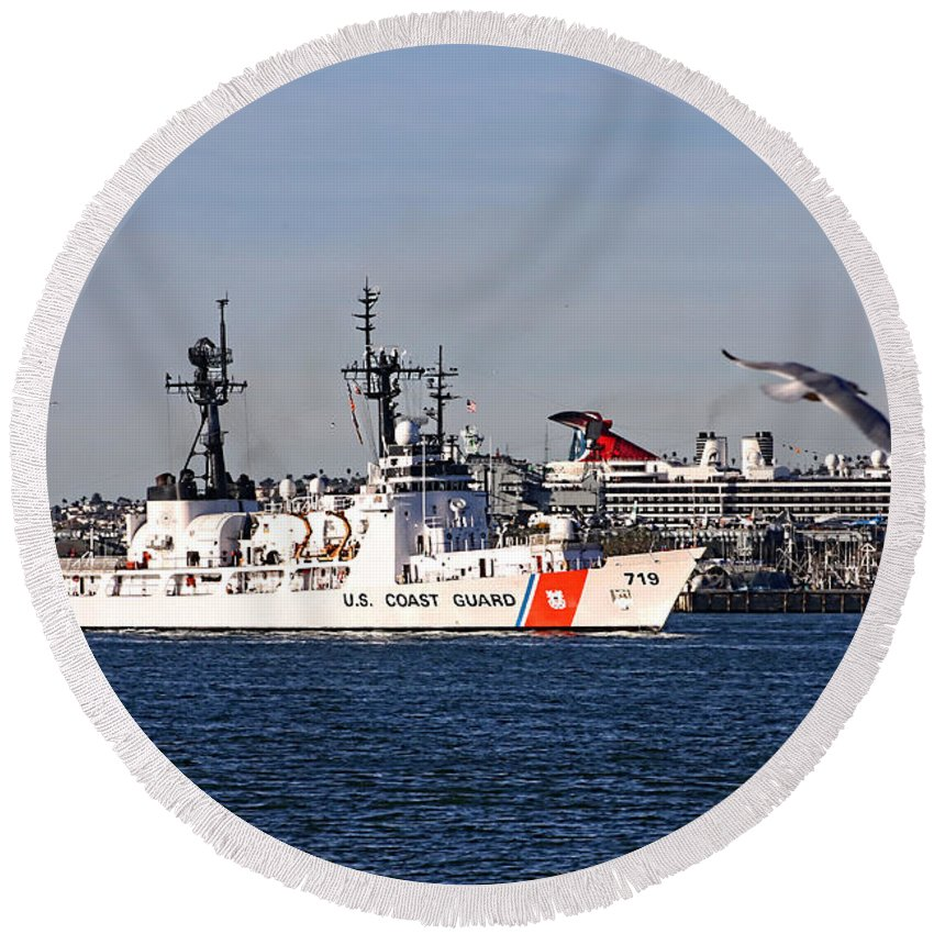 Uscgc Boutwell 719 Round Beach Towel featuring the photograph Uscgc Boutwell by Tommy Anderson