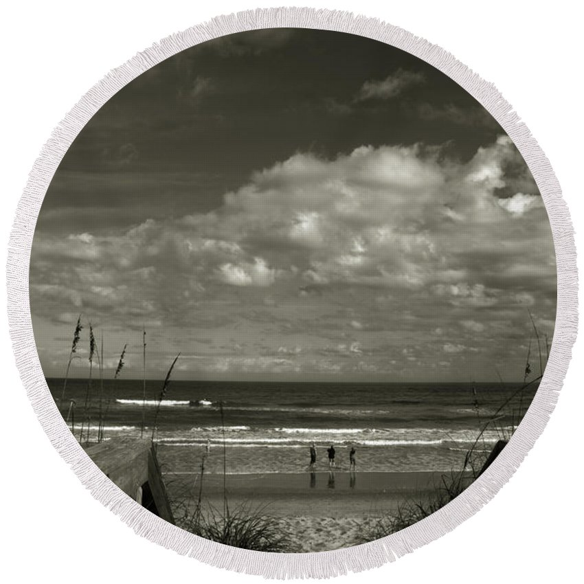 Beach Round Beach Towel featuring the photograph Vamos A La Playa by Susanne Van Hulst
