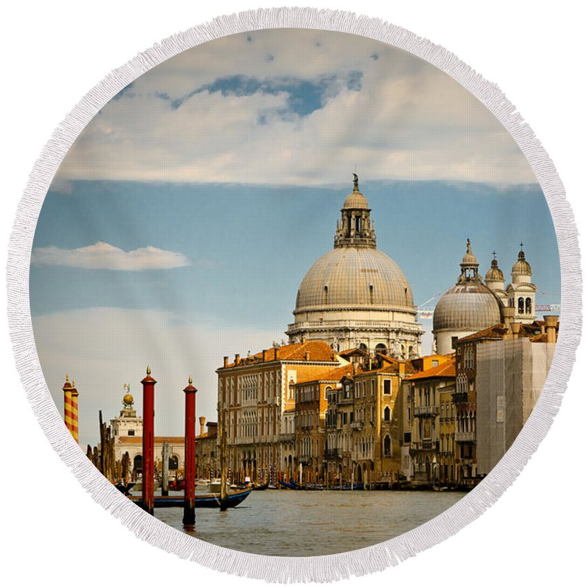 Venice Round Beach Towel featuring the photograph Venice Entryway by Jon Berghoff