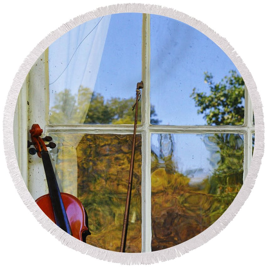 Violin Round Beach Towel featuring the photograph Violin On A Window Sill by Bill Cannon