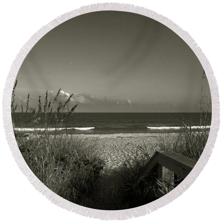 Beach Round Beach Towel featuring the photograph What A Day by Susanne Van Hulst