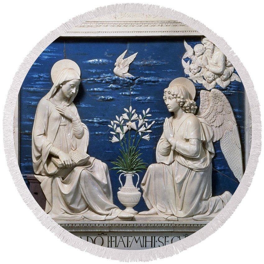 15th Century Round Beach Towel featuring the painting Della Robbia: Annunciation by Granger
