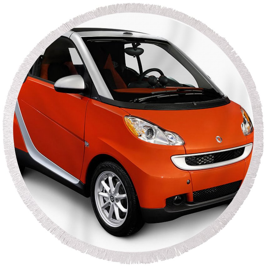 Smart Round Beach Towel featuring the photograph 2008 Smart Fortwo City Car by Maxim Images Prints