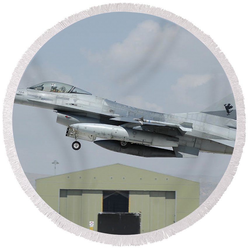 Horizontal Round Beach Towel featuring the photograph A Pakistan Air Force F-16a Taking by Riccardo Niccoli