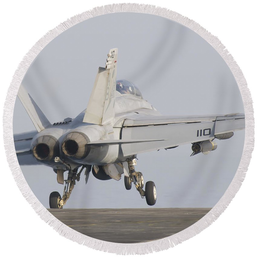 Horizontal Round Beach Towel featuring the photograph An Fa-18f Super Hornet Taking by Giovanni Colla
