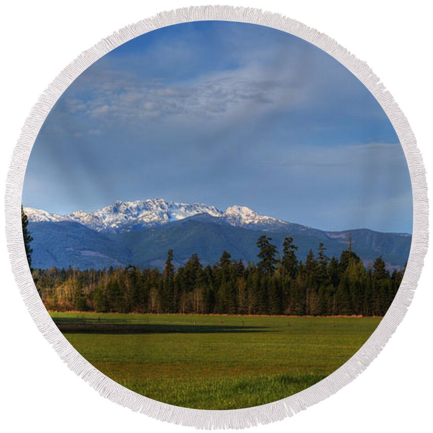 Mountains Round Beach Towel featuring the photograph Arrowsmith by Randy Hall
