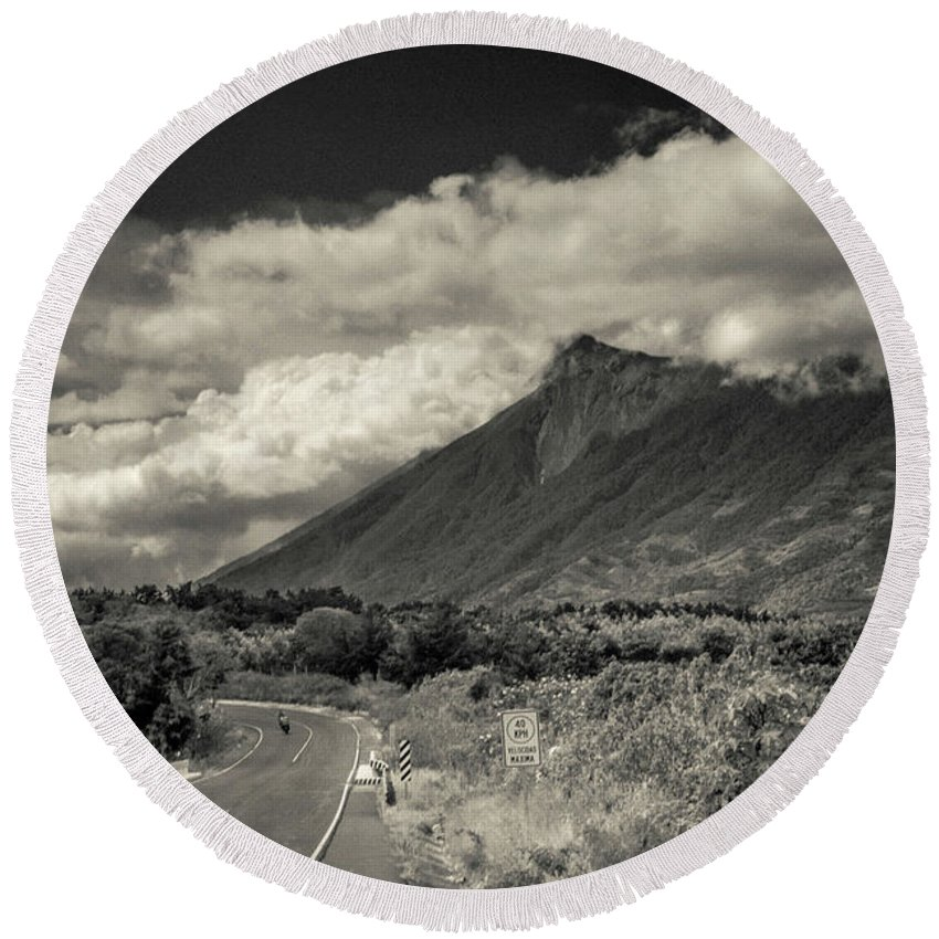 Antigua Guatemala Round Beach Towel featuring the photograph Bnw Volcan De Fuego - Sacatepequez by Totto Ponce