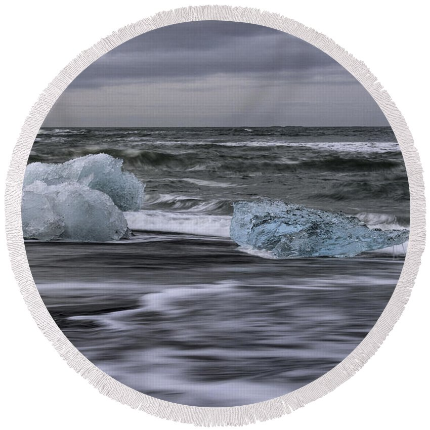 Brethamerkursandur Round Beach Towel featuring the photograph Brethamerkursandur Iceberg Beach Iceland 2155 by Bob Neiman